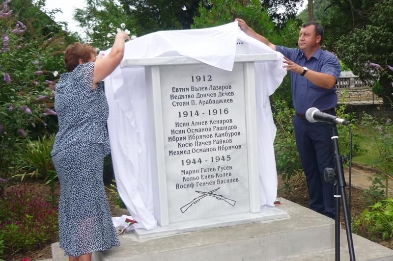 IВ с.Росица откриха паметник на загиналите във войните