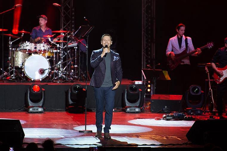 """IОрлин Павлов с премиера на първия му самостоятелен албум """"Още малко..."""" на големия концерт във Велико Търново"""