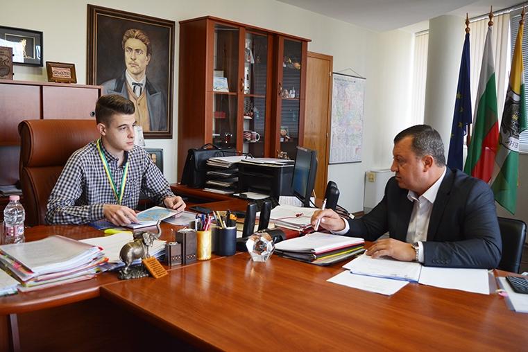 IУченици управляваха Община Павликени за един ден