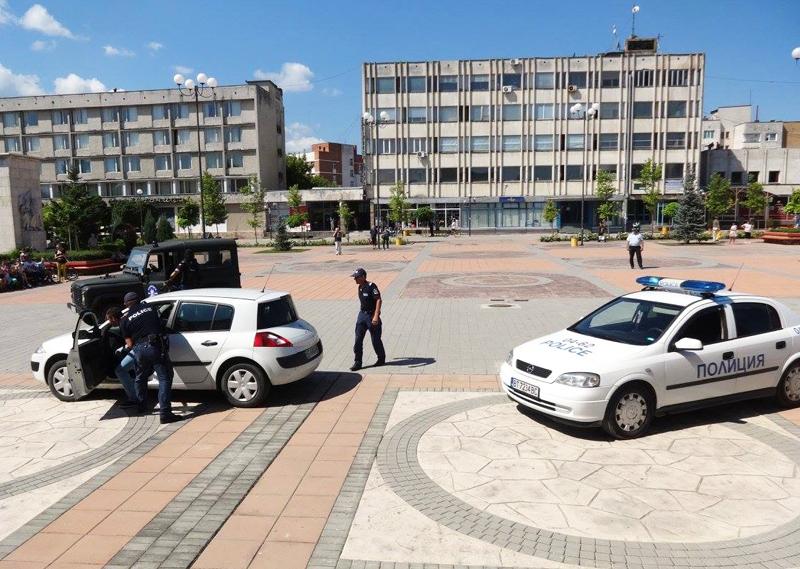IПолицейска гонка на централния площад по време на Лятната детска полицейска академия