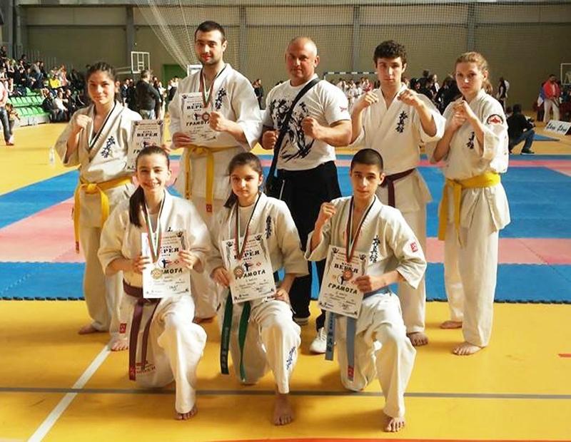 I5 медала за павликенския отбор по карате киокушин